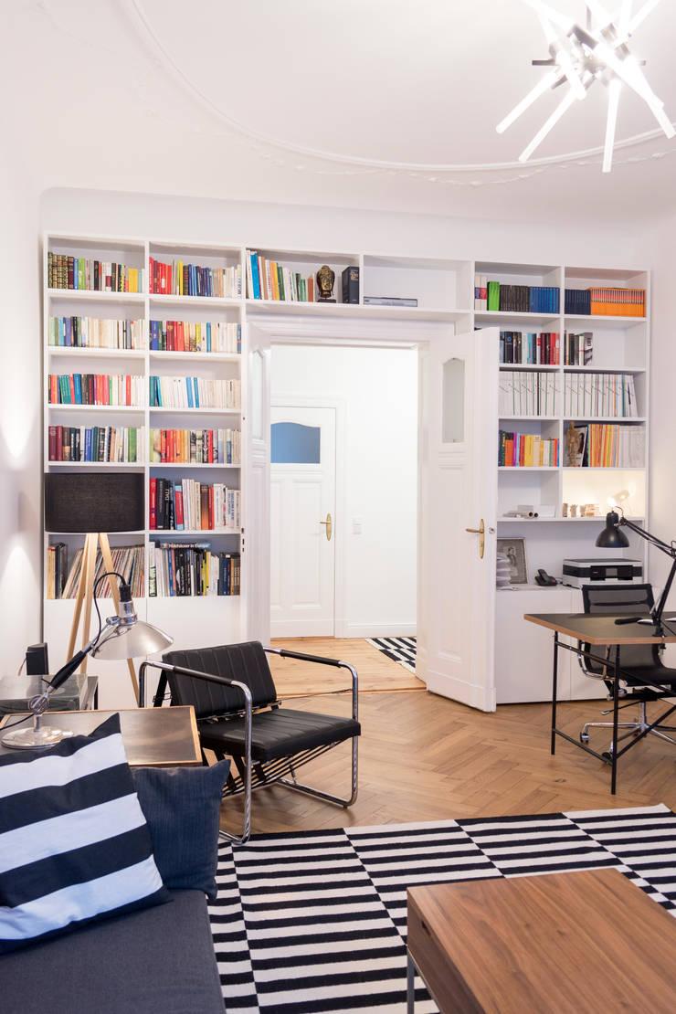 Living room by GANTZ - Regale und Einbauschränke nach Maß