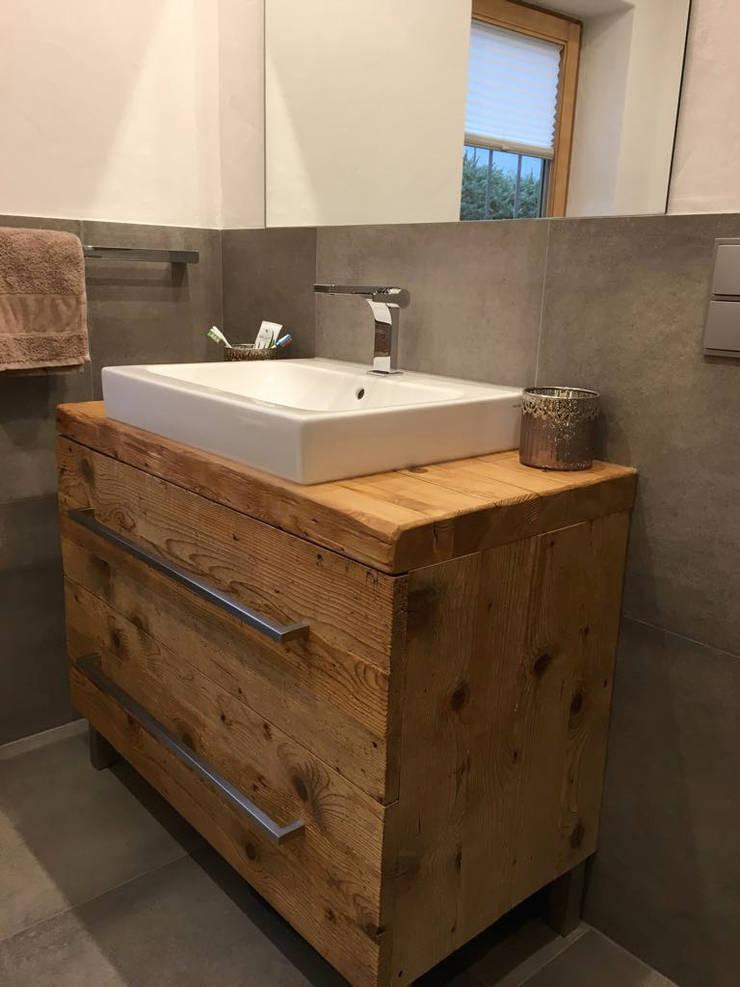 Waschtisch aus altholz wohn design for Badezimmer unterschrank holz