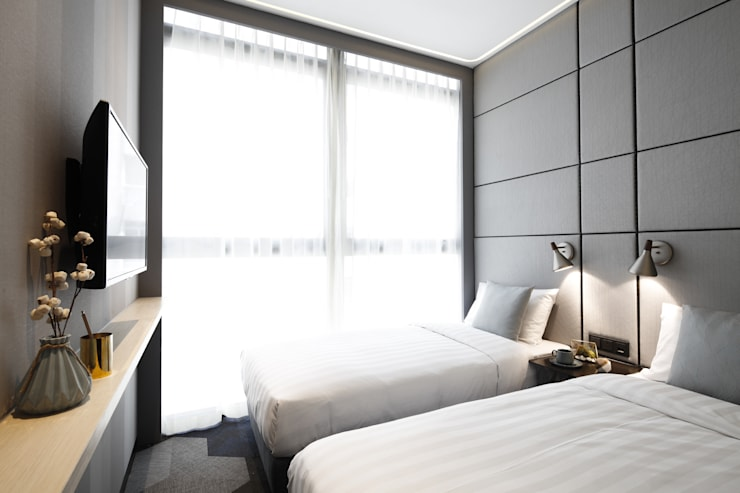 Hotel Ease Access: modern Bedroom by Artta Concept Studio