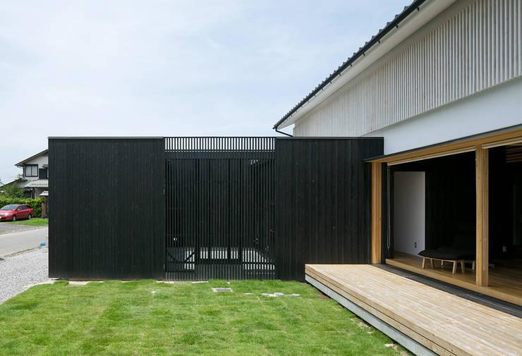 みなみきつきの家: 伊藤憲吾建築設計事務所が手掛けた木造住宅です。