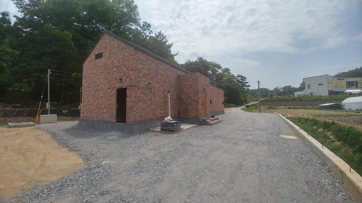 외부 전경(전면): (주)건축&건축사사무소예일의  단층집,