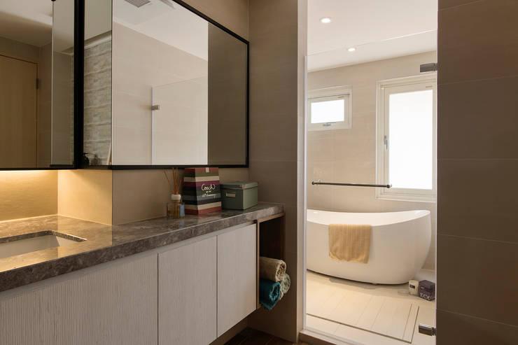 《日向》:  浴室 by 辰林設計