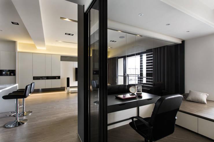 竹北-光立方:  書房/辦公室 by 齊家。空間設計