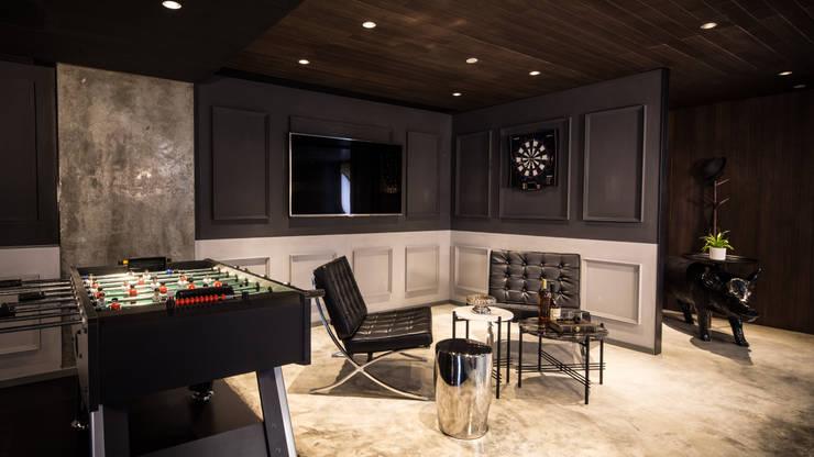 Private Club:  Living room by Artta Concept Studio, Modern