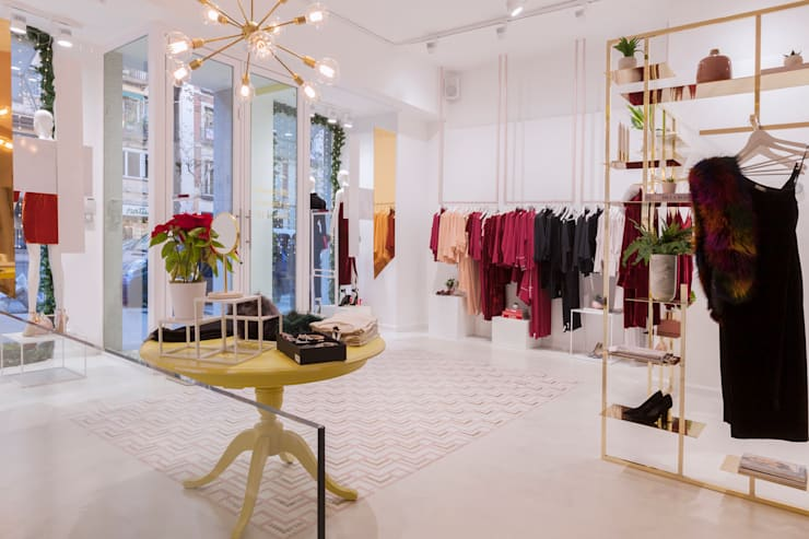Entrada a tienda Bimani 13: Espacios comerciales de estilo  de Interioristas Dimeic, diseñadores y decoradores en Madrid