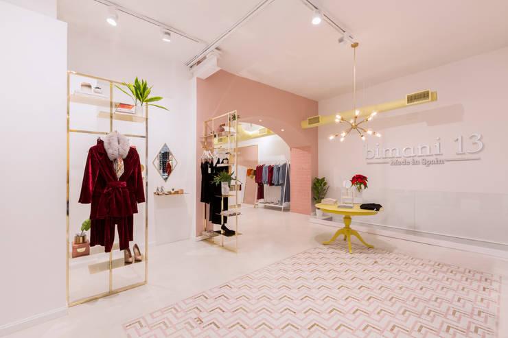 Alfombra - mosaico: Espacios comerciales de estilo  de Interioristas Dimeic, diseñadores y decoradores en Madrid