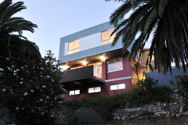 House Dambuza:  Houses by The Matrix Urban Designers and Architects, Modern