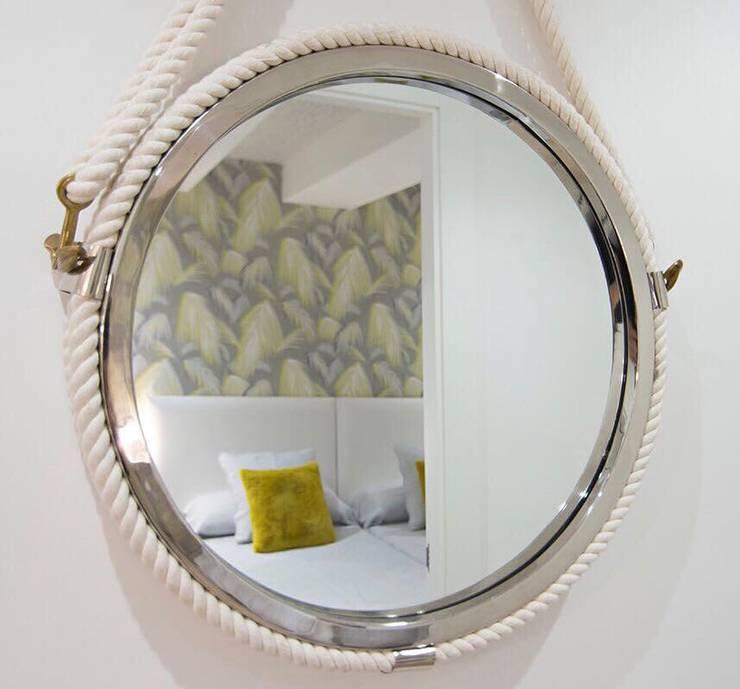 REFORMA LOW COST: Pasillos y vestíbulos de estilo  de ESPACIOS, ALBERTO ARANDA, Ecléctico