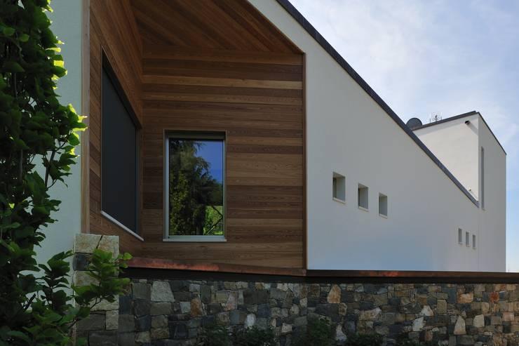 Stile moderno per una villa in legno di woodbau srl homify for Stile moderno casa