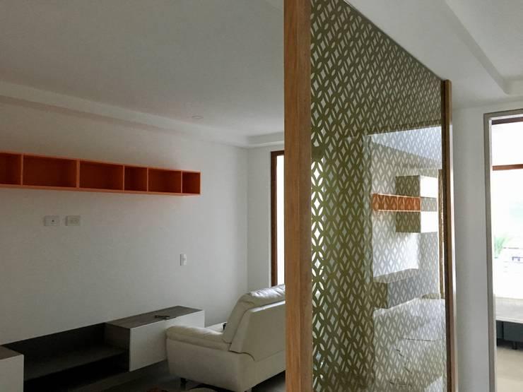 División para espacios: Vestíbulos, pasillos y escaleras de estilo  por Integra Proyectos