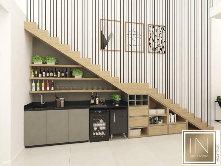 Residência Pq. Esplanada: Escadas  por Isabela Notaro Arquitetura e Interiores