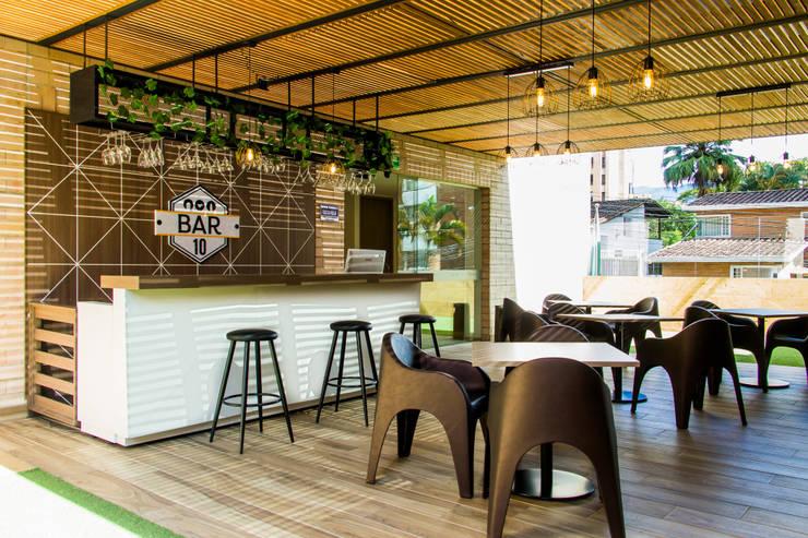 Hotel Lomas 10:  de estilo  por zyxcolectivoarquitectonico, Moderno