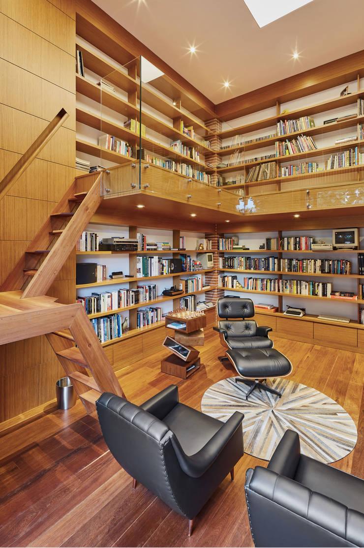 CASA ALCAPANI - Biblioteca -: Estudios y despachos de estilo  por FR ARQUITECTURA S.A.S., Clásico