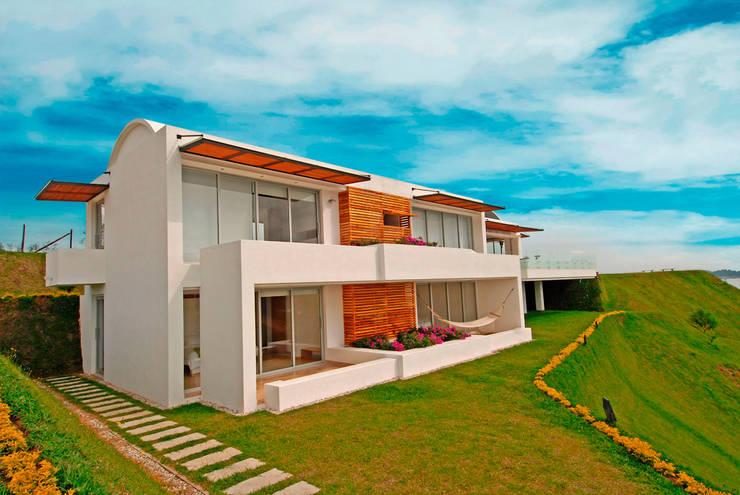 CASA RECREO - EL PEÑOL ANTIOQUIA-: Casas de estilo  por FR ARQUITECTURA S.A.S.