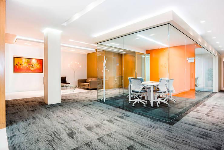 Oficinas: Estudios y despachos de estilo  por FR ARQUITECTURA S.A.S.