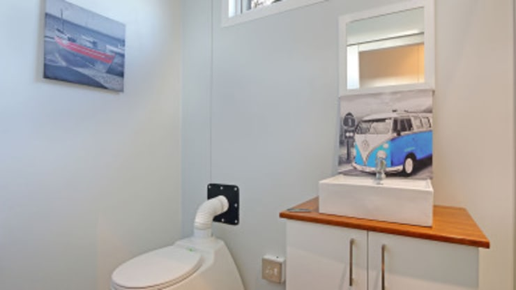 Modular Homes for Sale: modern Bathroom by Umnyama Ikhaya
