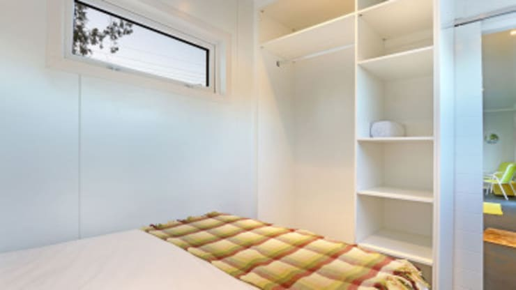 Modular Homes for Sale: modern Bedroom by Umnyama Ikhaya