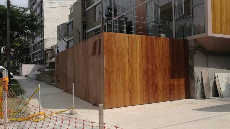 BARRANCO 299: Balcones, porches y terrazas de estilo  por ROAN arquitectura & madera,