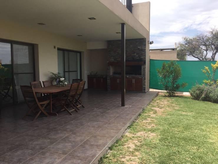 VIVIENDA EG: Casas unifamiliares de estilo  por BVS+GN ARQUITECTURA,Moderno