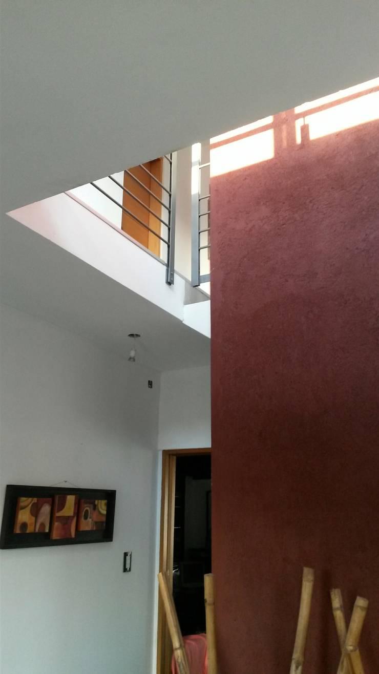 VIVIENDA PR: Pasillos y recibidores de estilo  por BVS+GN ARQUITECTURA,
