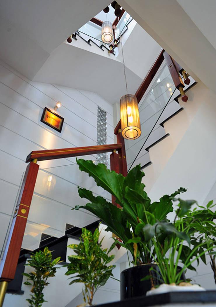Stairs by Công ty TNHH Xây Dựng TM – DV Song Phát