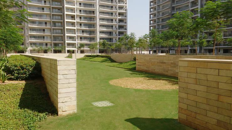 the pitch n putt golf park:  Garden by NMP Design