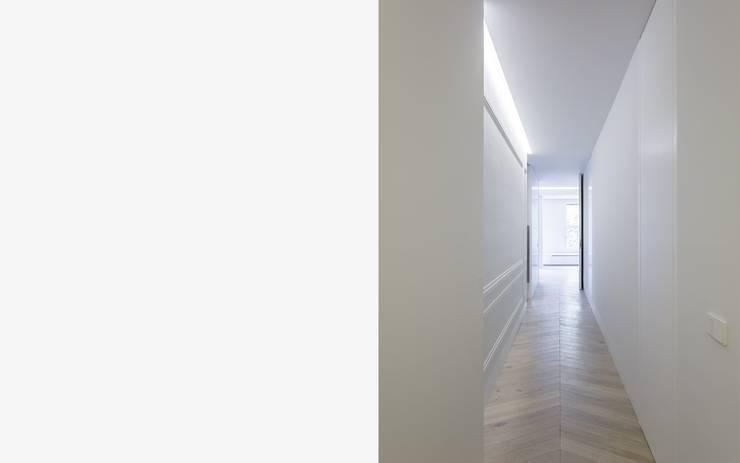 Pareti & Pavimenti in stile minimalista di Gallardo Llopis Arquitectos Minimalista