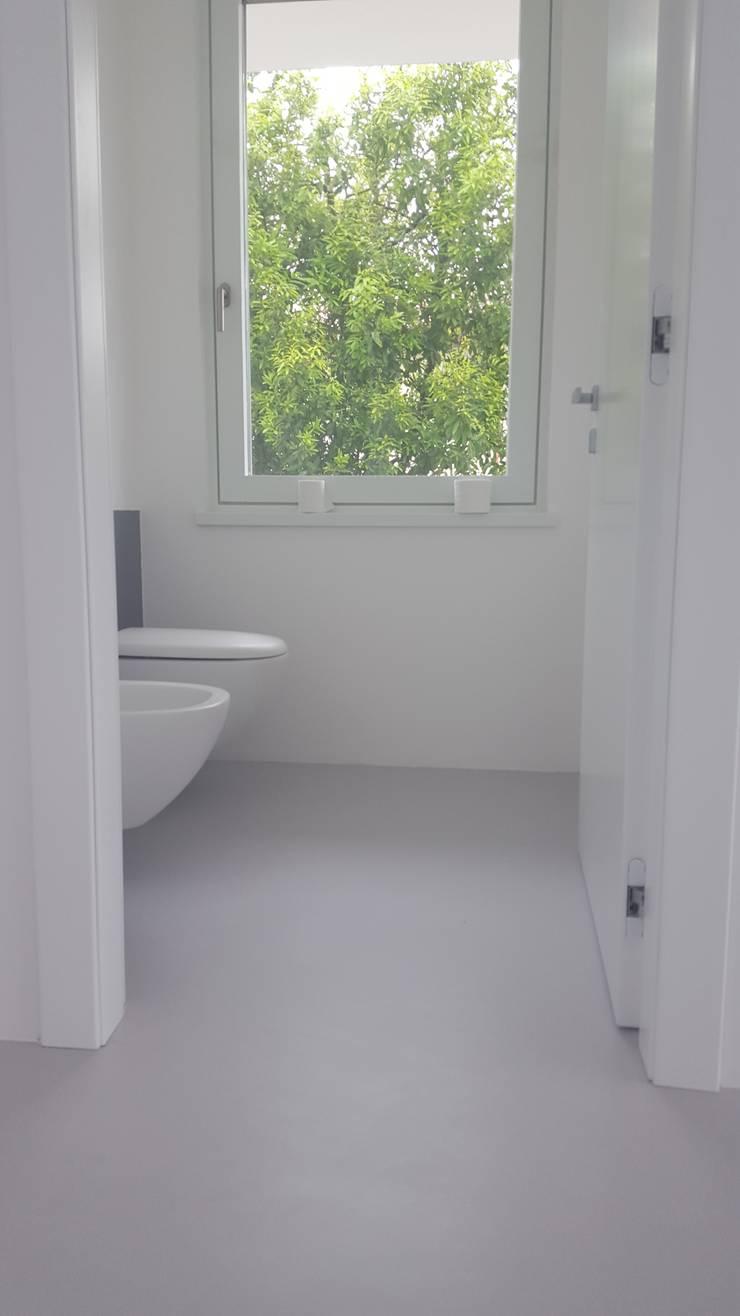 Pavimenti e pareti in resina per il bagno di covermax for Resina per bagno