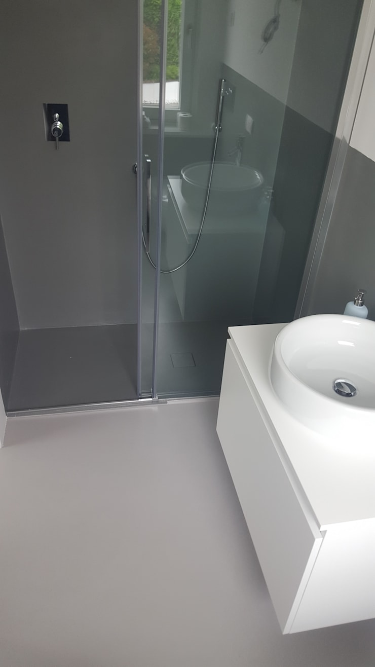 Pavimenti e pareti in resina per il bagno di covermax resine homify - Resina per rivestimento bagno ...