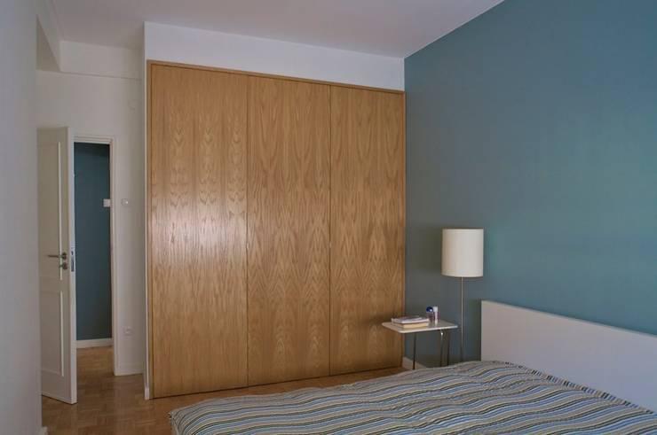 Apartamento T3 Anos 60 - MATOSINHOS: Quartos  por SHI Studio, Sheila Moura Azevedo Interior Design
