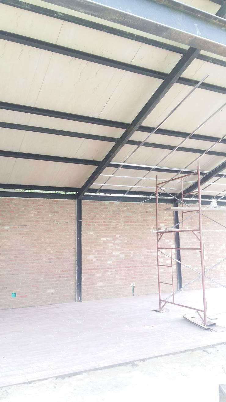 SALON DE JUEGOS PRIVADO:  Media room by BTM INVERSIONES SAS