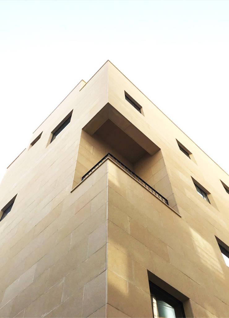외부포인트: (주)건축사사무소 예인그룹의  바닥,