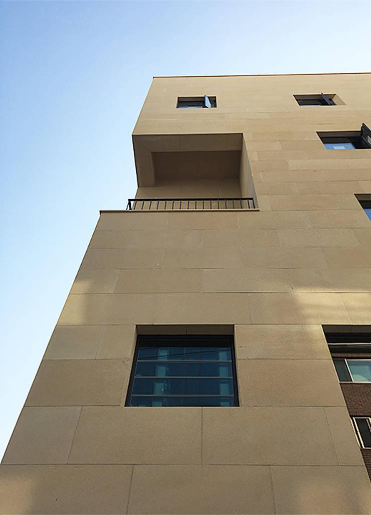 외부포인트: (주)건축사사무소 예인그룹의  계단,