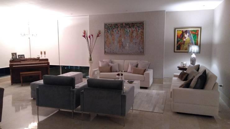 APARTAMENTO EDIFICIO ACQUA: Salones de estilo  por ANDRES FELIPE YANET - ESTUDIO DE DISEÑO