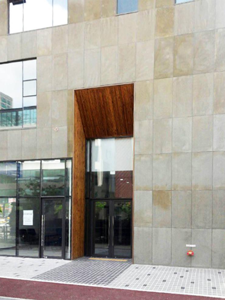 외부부분: (주)건축사사무소 예인그룹의  계단,모던 대리석