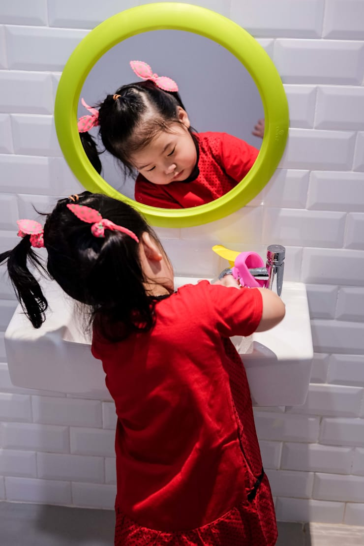 Toilet Anak:   by Roemah Cantik