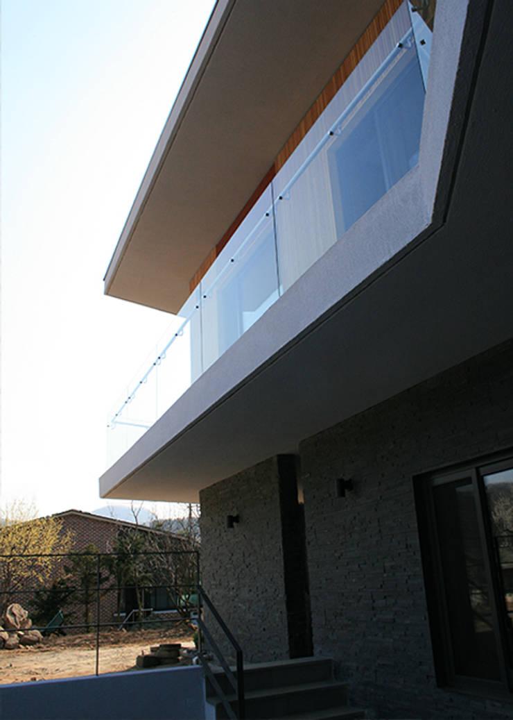 외부부분: (주)건축사사무소 예인그룹의  계단