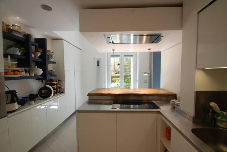 Cocinas integrales de estilo  de gambardella e  rossi architetti