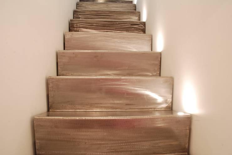 Escaleras de estilo  de gambardella e  rossi architetti