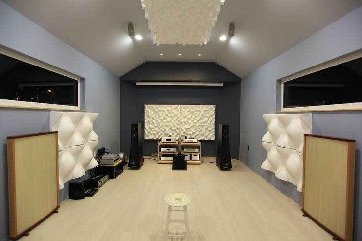 김해시 중목구조 주택: 블루하우스 코리아의  방,모던