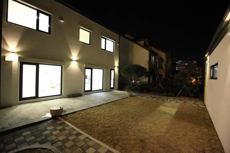 김해시 중목구조 주택: 블루하우스 코리아의  주택,모던