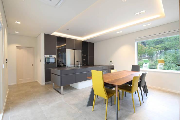 Dining room by 블루하우스 코리아