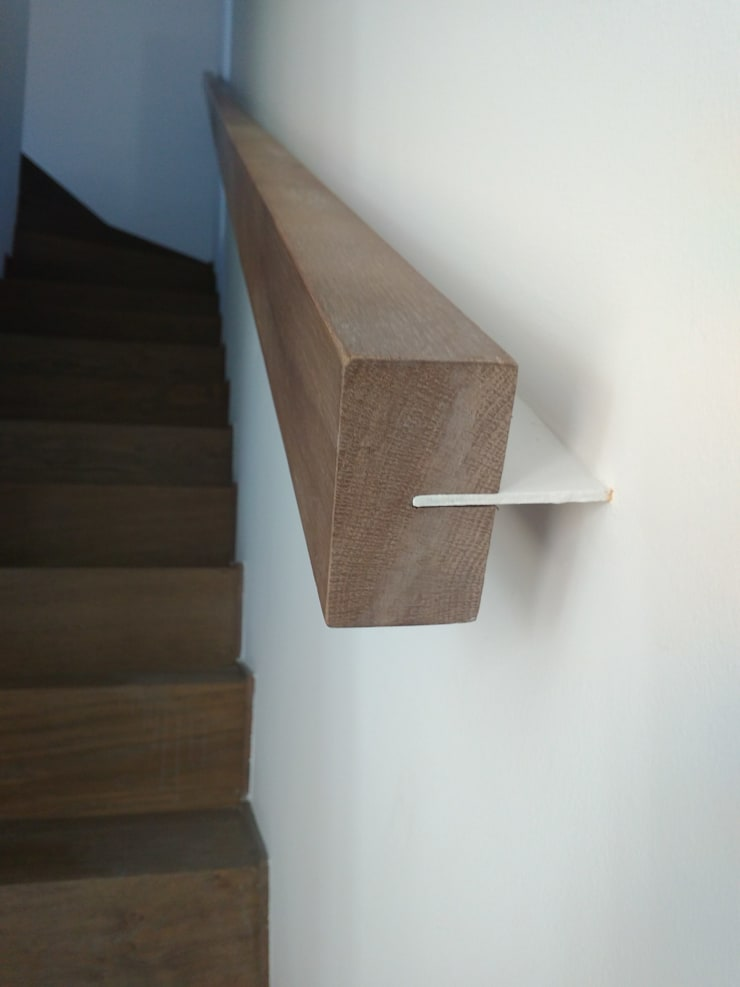 Pasamanos: Escaleras de estilo  de claracabrera.ARQUITECTA