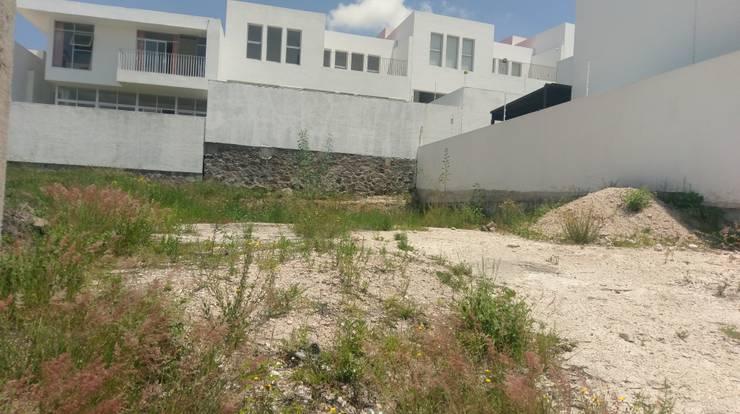 Casa Juriquilla I: Casas de estilo moderno por DEC Arquitectos