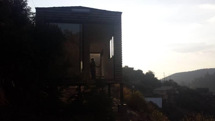 Apart Home:  de estilo  por Habitainer