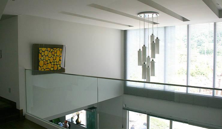 내부: (주)건축사사무소 예인그룹의  계단,모던 화강암