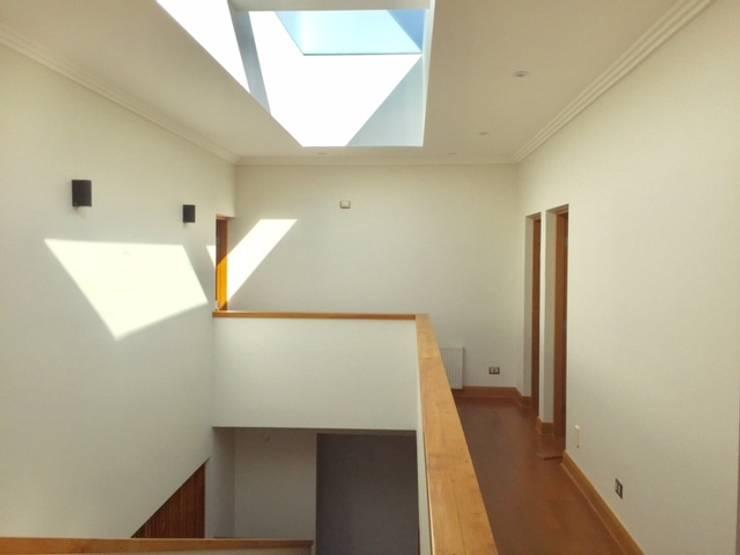 VIVIENA UNIFAMILIAR  ANADALUE SAN PEDRO DE LA PAZ CONCEPCION: Casas unifamiliares de estilo  por ALLEGRE ARQUITECTOS