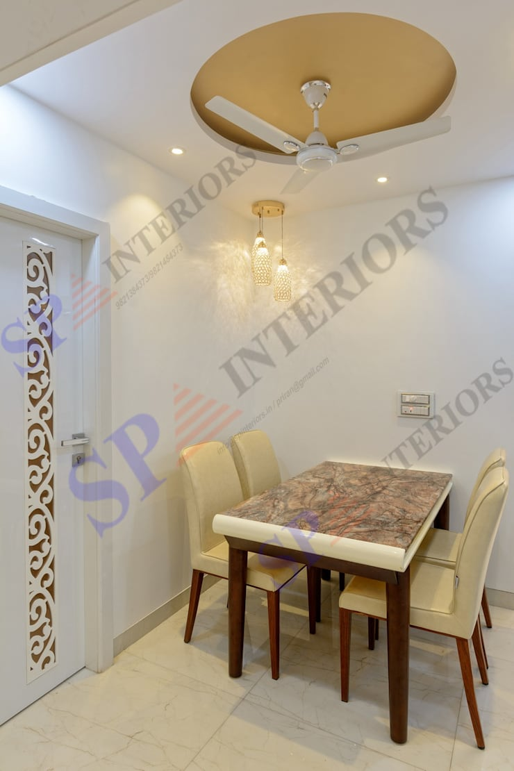 Mr. Rikin :  Dining room by SP INTERIORS,