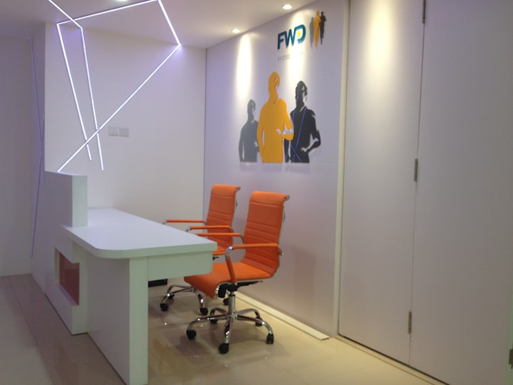 Interior Kantor Marketing FWD Life Indonesia:  Office spaces & stores  by Roemah Cantik