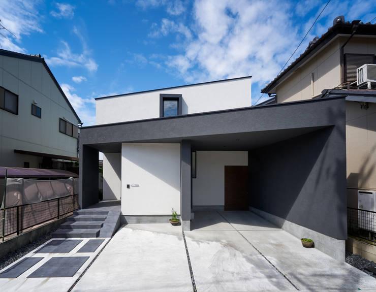 Maisons de style  par H建築スタジオ,